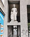 2020-05-26 Gemeindebau Anton-Schmid-Hof Female-Statue Marrokanergasse.jpg