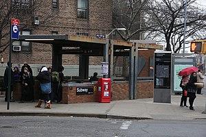21st Street–Queensbridge (IND 63rd Street Line) - Escalator entrance