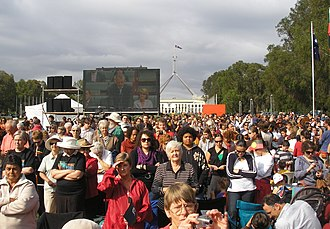 Brendan Nelson - Crowds turn their backs part way through Brendan Nelson's reply to the Parliamentary apology for the stolen generations in February 2008.