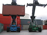 self loading truck camion autocaricanti /sidelifter 160px-2_Reach_Stacker_fuer_Leer_Container
