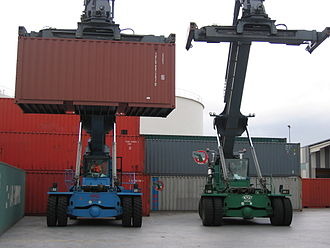 Reach stacker - Image: 2 Reach Stacker fuer Leer Container