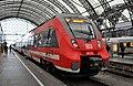 442 313, Германия, Саксония, станция Дрезден-Центральный (Trainpix 192943).jpg