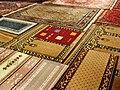 84 Hala Sultan Tekke (Làrnaca), catifes al terra de la mesquita.jpg