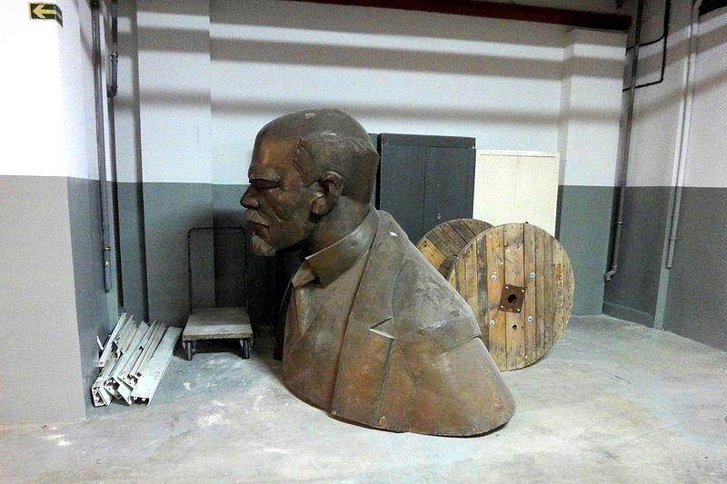 File:A-Lenin.jpg