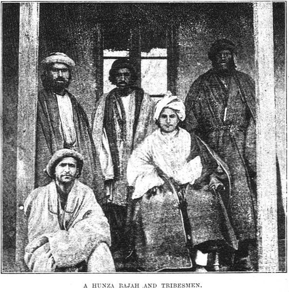 Fájl:A Hunza Rajah and Tribesmen.jpg