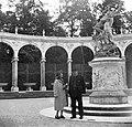 A kastély parkja, Bosquet de la Colonnade, középen François Girardon alkotása- Plutó elrabolja Proserpinát. Franciaország, Versailles 1939. Fortepan 23040.jpg