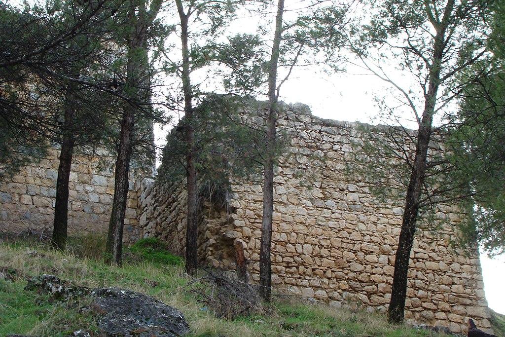 Restos de Torreones de la fortaleza del Abrahuí