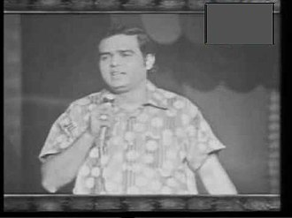 Pakistani pop music - Rushdi during a live performance