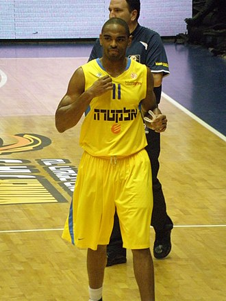 Alan Anderson (basketball) - Anderson playing with Maccabi Tel Aviv