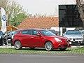 Alfa Romeo Giulietta 1.4 Distinctive 2011 (14327645270).jpg