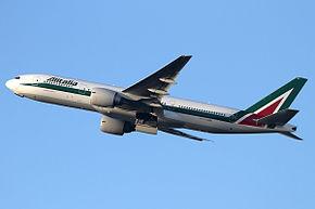 Decollo di un Boeing 777-200ER Alitalia in nuova livrea