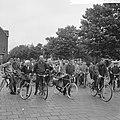 Amsterdamse Rijwiel Vierdaagse , de heer Juriaans had bij de start al een lekke , Bestanddeelnr 918-0159.jpg