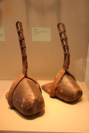 Abumi (stirrup) - Image: Ancient Japanese tsubo abumi (stirrups)