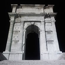 arc antique la nuit
