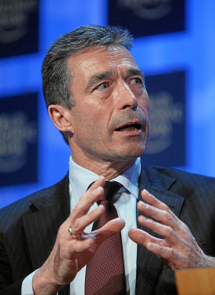 http://upload.wikimedia.org/wikipedia/commons/thumb/f/f3/Anders_Fogh_Rasmussen_-_World_Economic_Forum_Annual_Meeting_Davos_2008_-_2.jpg/438px-Anders_Fogh_Rasmussen_-_World_Economic_Forum_Annual_Meeting_Davos_2008_-_2.jpg