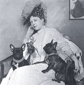 French Bulldog - Anna-Maria Sacher with her French bulldogs in 1908