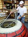Aparan-Fabrication de pain géorgien (1).jpg