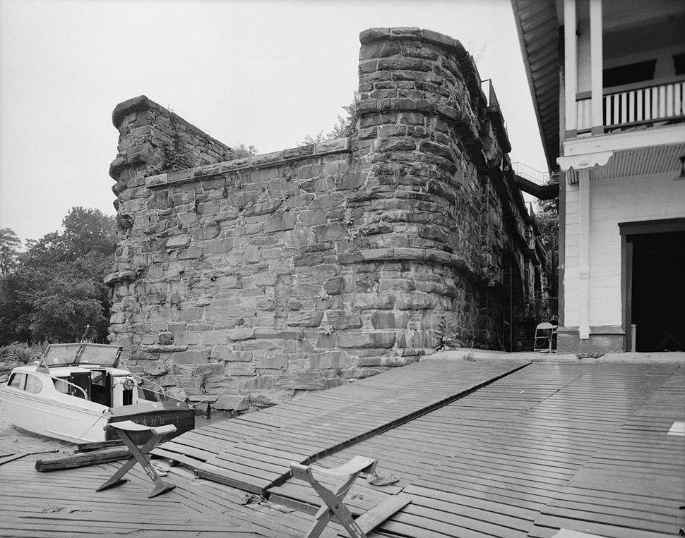 Aqueduct Bridge abutment