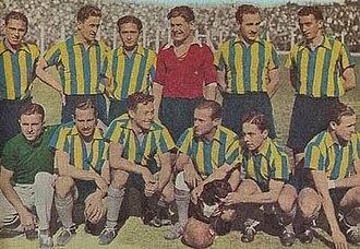 "Club Atlético Atlanta - The 1936 Atlanta team with its mascot, the dog ""Napoleón"" (seated)."