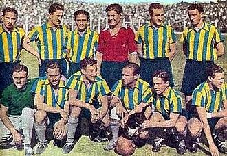 "Club Atlético Atlanta - The 1936 Atlanta team with its mascot, the dog ""Napoleón"" (seated)."