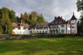 Schloss Au - Image: Au Schloss Ansicht vom seeseitigen Parkgelände 2015 09 26 16 54 28