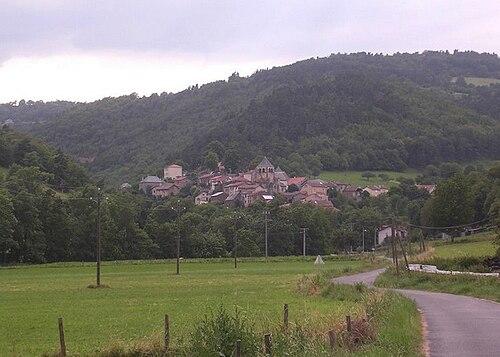 Tour du Cantal 2009 500px-Auriac_l%27%C3%A9glise_2