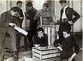 Az Érseki Főgimnázium könyvkötészeti önképzőköre, fakeret készítése könyvfűzéshez. Fortepan 100233.jpg