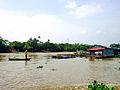 Bè nuôi thủy sản bên cồn Lân.jpg
