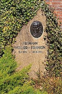 B-Friedrichsfelde Zentralfriedhof 03-2015 img11 Hermann Mueller-Franken.jpg