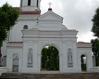 BZN Telsiai church 1 gate 2.jpg
