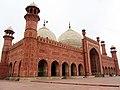 Badshahi Mosque - side view 01.jpg