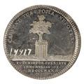 Baksida av medalj med bild av inhägnat träd samt text - Skoklosters slott - 99511.tif