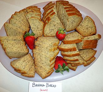 Banana bread - Image: Banana bread without nuts plus strawberries