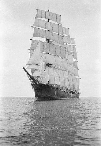 Parma (barque) - Parma becalmed in 1932 or '33