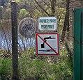 Belmont-d'Azergues - Panneaux d'interdiction bassin privé Lafarge.jpg