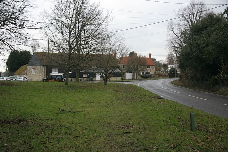 File:Bend in the road - geograph.org.uk - 1727269.jpg