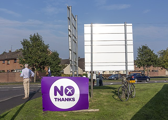 Better Together campaigning at Kinross - geograph.org.uk - 4160846