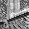 Blindraam zuidertransept- Afzaat ledesteen zandsteen restauratie 20e eeuw - Dordrecht - 20061104 - RCE.jpg
