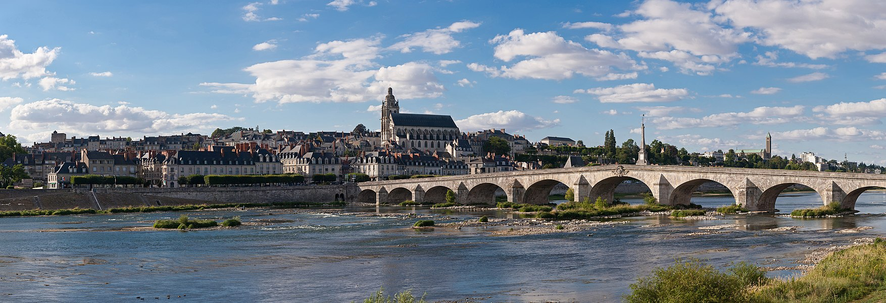 A 28 segment (2 x 14) panoramic view of Blois as viewed from the south-east on the far side of the Loire River.