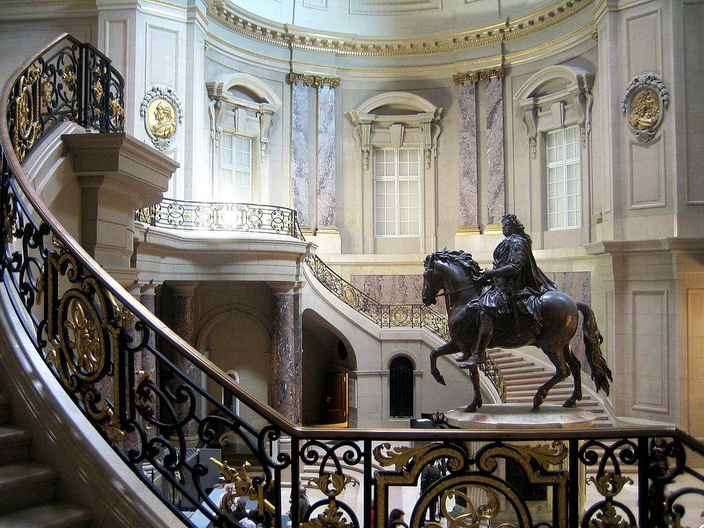 Statue équestre de Frédéric III de Prusse dans le hall d'entrée du Bode Museum à Berlin.