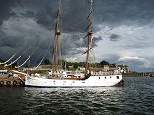 Brig met donkere wolken in Oslo.jpg