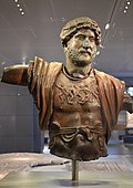 Bronze statue of Hadrian, found at the Camp of the Sixth Roman Legion in Tel Shalem, 117–138 AD, Israel Museum, Jerusalem (15625103236).jpg