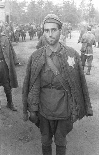 Jewish Soviet POW captured by the German Army, August 1941. At least 50,000 Jewish soldiers were executed after selection. Bundesarchiv Bild 101I-267-0111-36, Russland, russische Kriegsgefangene (Juden).jpg
