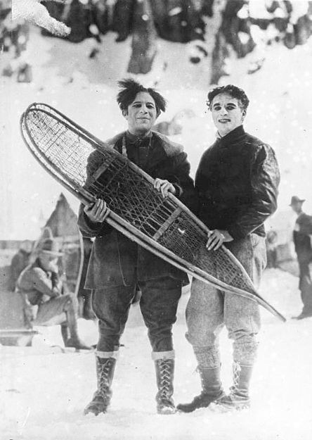 File:Bundesarchiv Bild 102-11046, Kanada, Charly Chaplin beim Wintersport.jpg