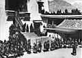 Bundesarchiv Bild 135-BB-109-02, Tibetexpedition, Neujahrsfest im Potala.jpg
