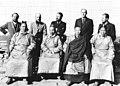 Bundesarchiv Bild 135-KA-10-080, Tibetexpedition, Gruppenbild mit Ministern.jpg