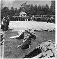 Bundesarchiv Bild 183-64052-0002, Gera, Denkmal des Ehrenhains.jpg