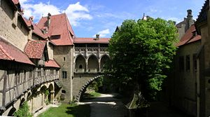 Burg Kreuzenstein - Image: Burg Kreuzenstein Panorama Burghof