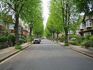 Bush Hill Park - Image: Bush Hill Park, Abbey Road geograph.org.uk 167826