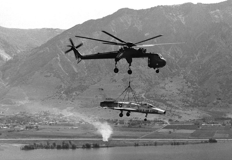 File:CH-54 lifting F-100A to Hill AFB 1979.JPEG
